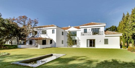 Magnificent villa for sale in the exclusive Altos de Valderrama urbanisation, Sotogrande.