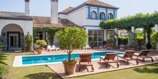 Villa for Sale in Sotogrande Costa designed by Rafael Manzano