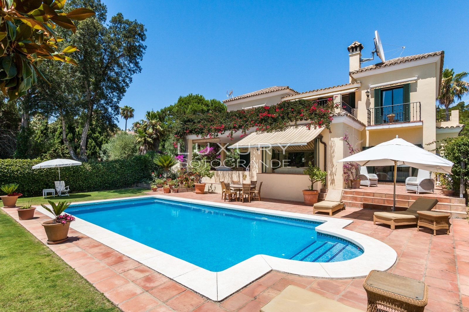 Lovely family Villa located in Sotogrande Alto for sale
