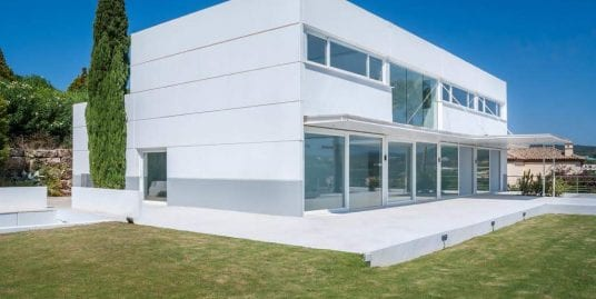 Contemporary style villa with spectacular views for sale in Sotogrande Alto