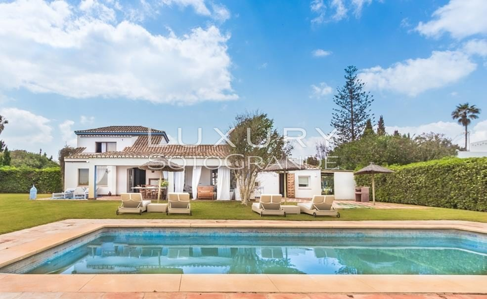 Villa for sale with excellent views in Costa