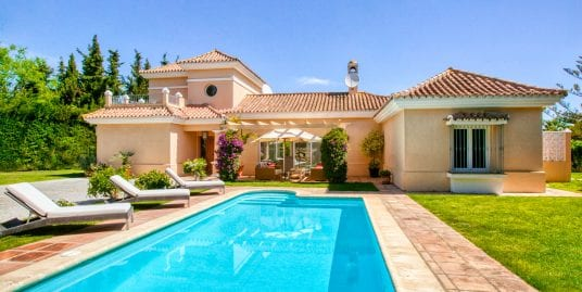 Lovely 4 bedroom villa for sale in Sotogrande Costa