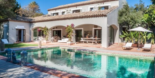 Secluded villa for sale in Sotogrande Alto