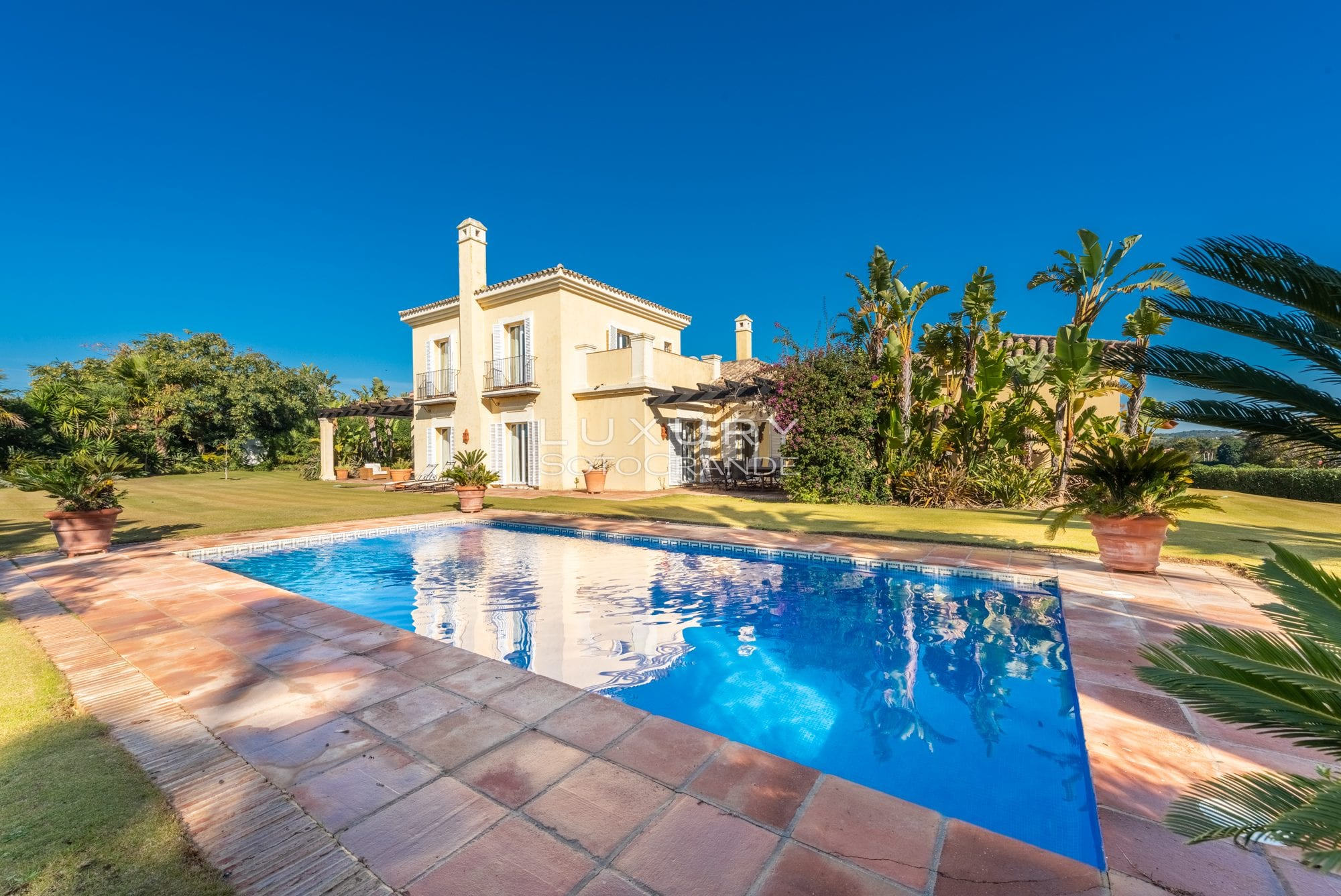 Wonderful 4 bedroom villa with spectacular views for rent.