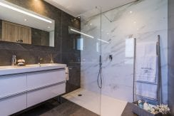 B12-Emerald Greens-apartments-San Roque-Bathroom