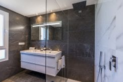 B13-Emerald Greens-apartments-San Roque-Bathroom