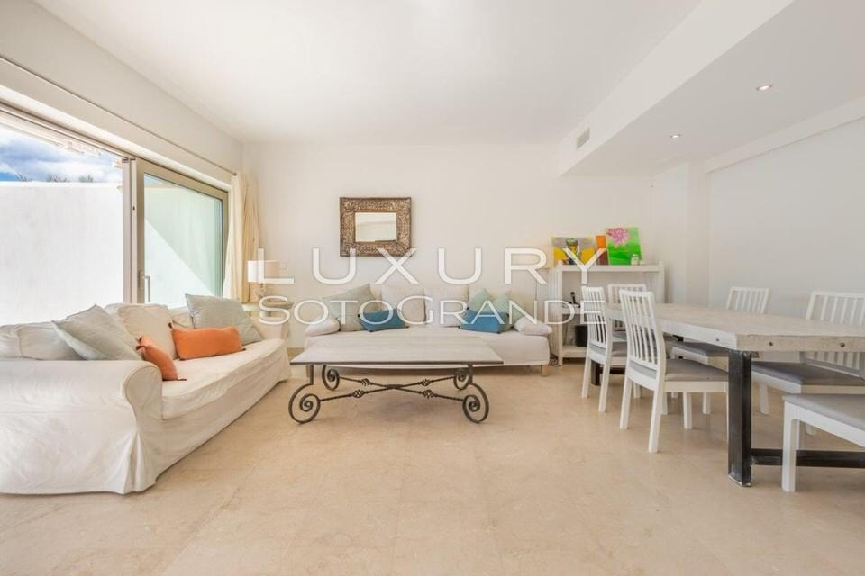 Stunning penthouse for sale in Pez Barbero, Marina Sotogrande