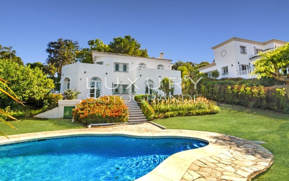 Lovely villa located in Sotogrande Alto for sale