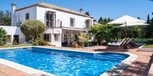 Majestic villa for sale leading to Guadalquiton