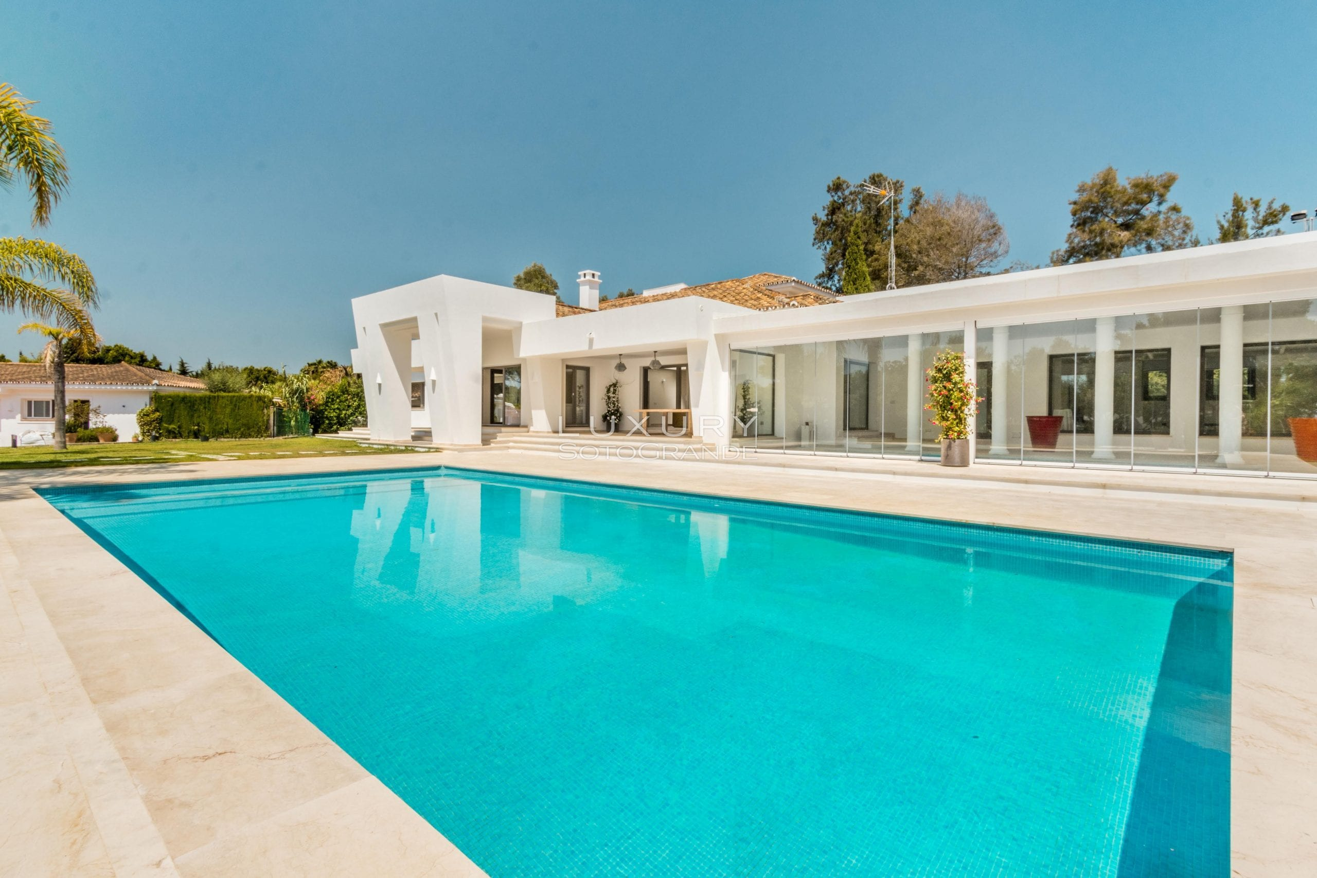 Stunning villa for sale in the heart Sotogrande costa