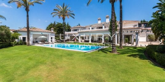 Incredible villa en venta en Reyes y Reinas Sotogrande Costa