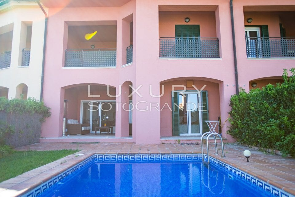 Fantastic front line apartment with pool for sale in Sotogrande Marina