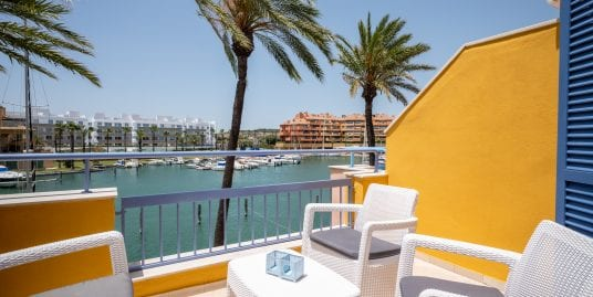 Fabulous 3 bed duplex, walking distance to the beach located in Sotogrande Port