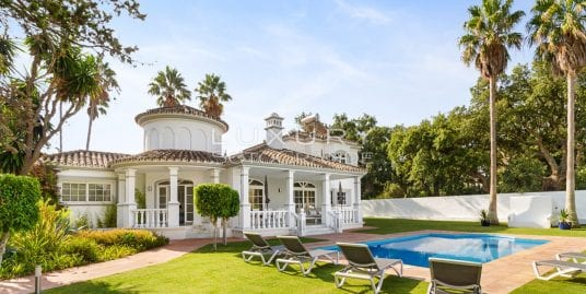 Beautifully renovated 4 bedroom family villa for rent in Sotogrande Costa