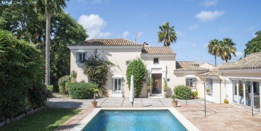 Family villa for sale in Sotogrande Alto