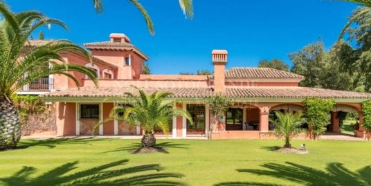 Splendid Andalucian Villa for sale in the heart of Sotogrande Costa