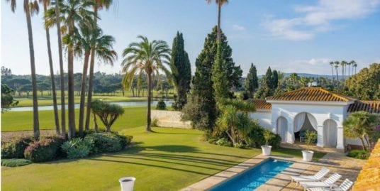 Unique villa overlooking the Royal Golf Course Sotogrande for sale