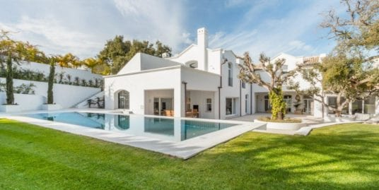 Exquisite villa for sale in the exclusive Altos de Valderrama, Sotogrande