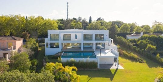 Contemporary villa for sale in Sotogrande Alto