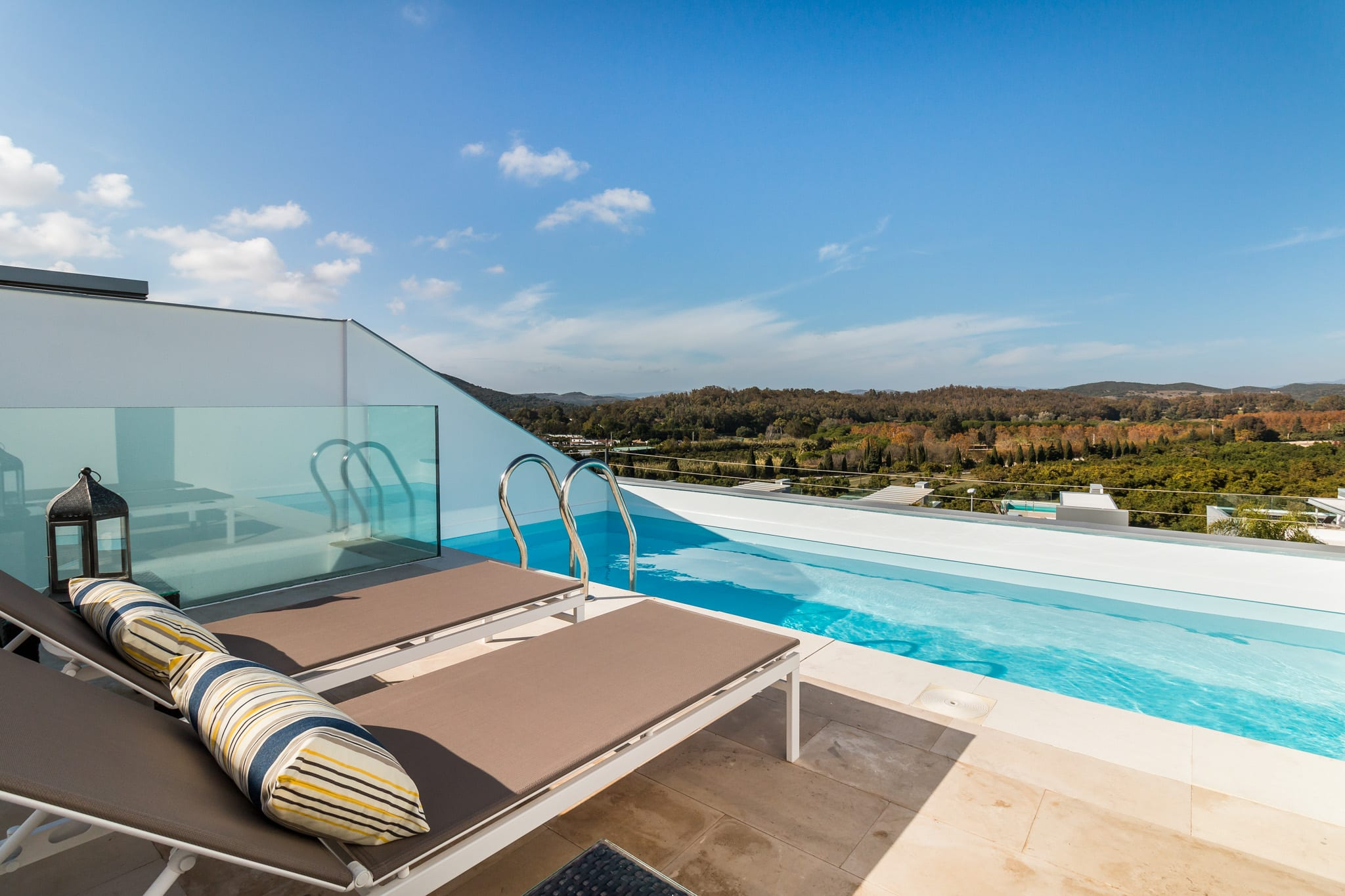 Beautifully decorated contemporary townhouse with pool for rent 5 minutes drive from Sotogrande