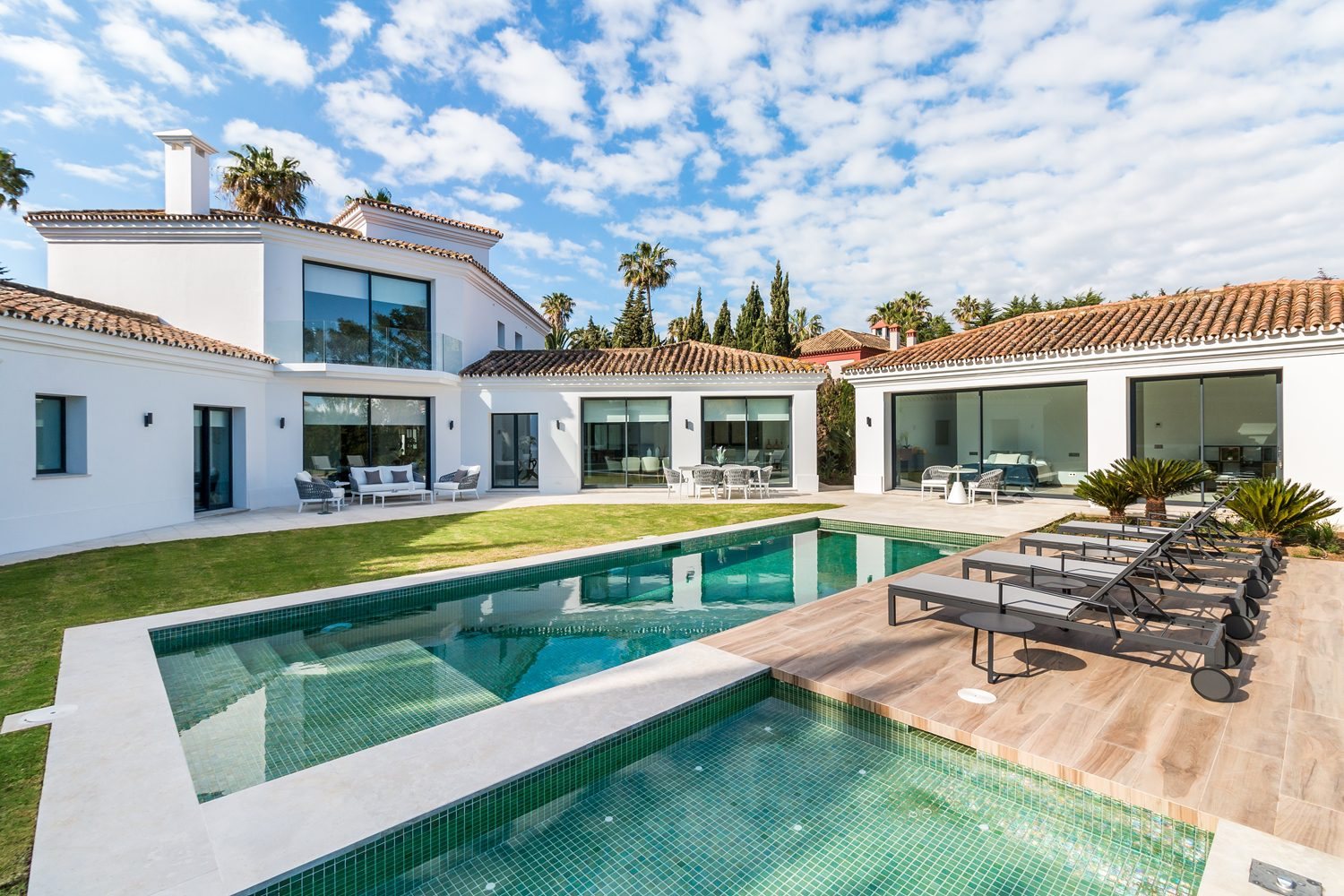 Stunning contemporary villa recently renovated in Kings & Queens